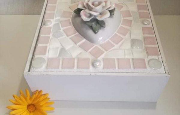 Doosje met hart en bloem
